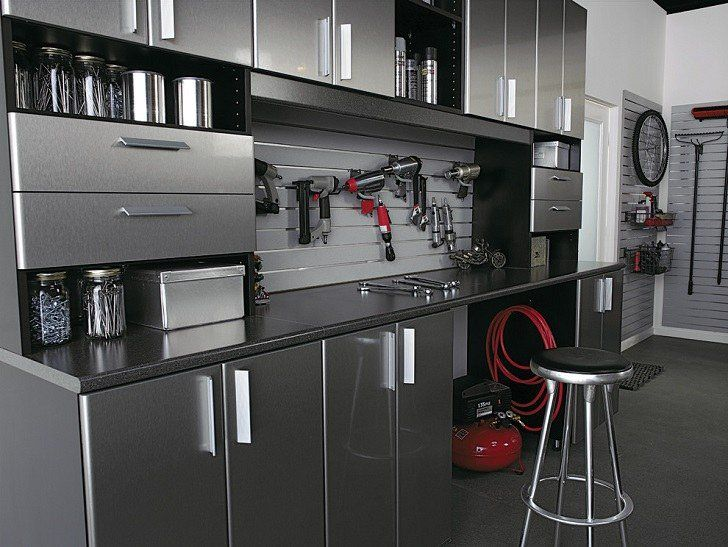 Garage cabinets are especially important, and necessary furniture which help prevent garage chaos. Here are some tips on how to pick the right cabinets. #KnippContracting