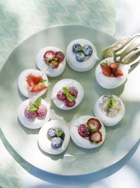 Minipavlova's met vanilleroom en rode vruchten | Spar
