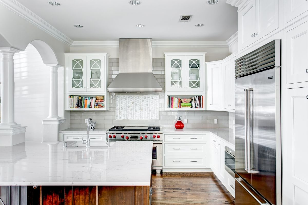 Traditional Dallas Kitchen Design White Inset Bright White Inset Cabinets In This Uptow Classic White Kitchen Kitchen Inspiration Design Kitchen Cabinet Design