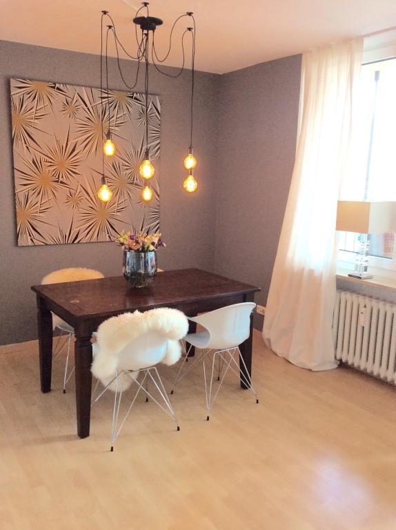 Heller Essbereich Mit Schöner Deckenleuchte. #Esszimmer #Wohnküche  #Wohnzimmer #Einrichtung #Einrichtungsidee