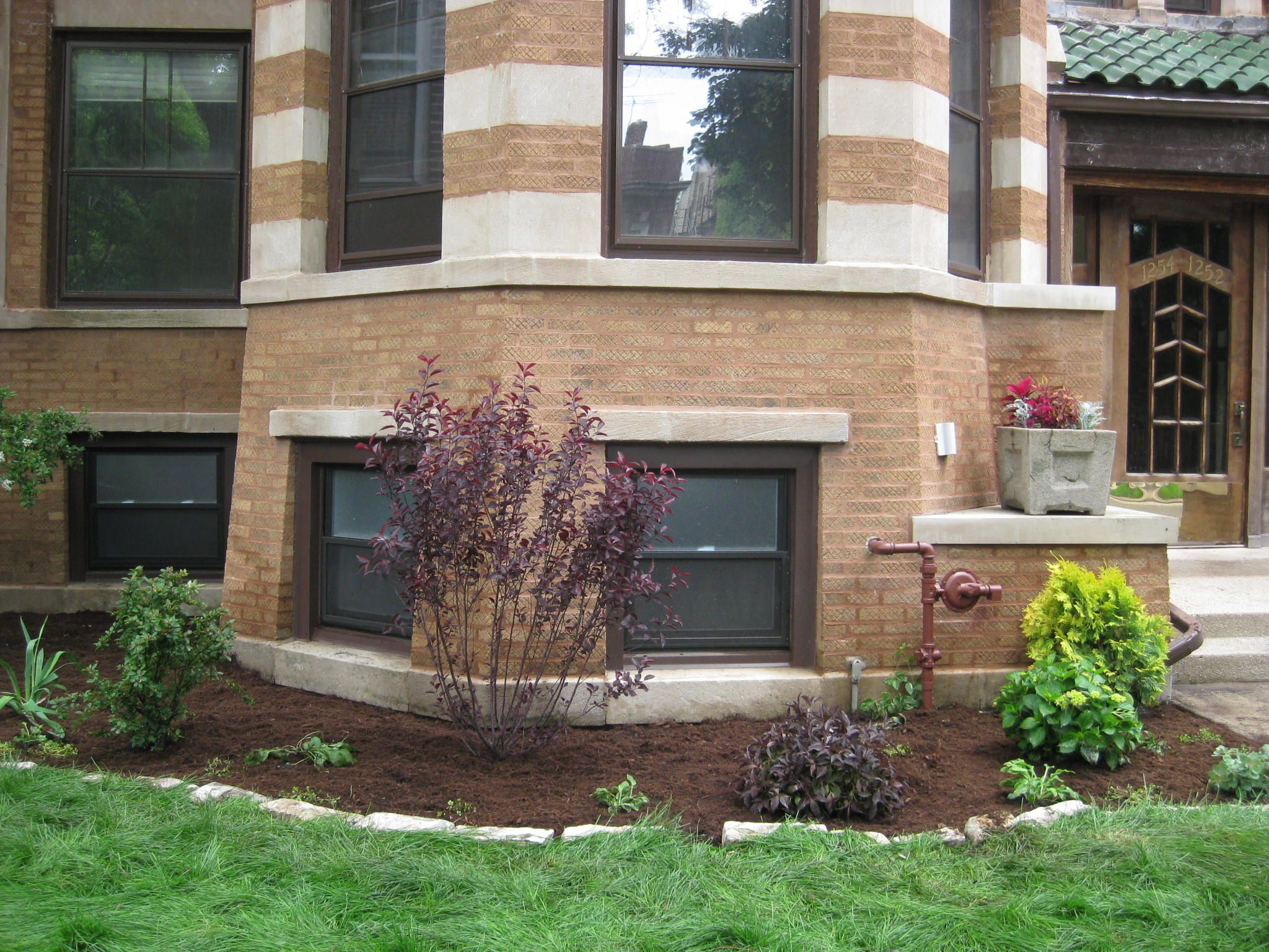 Front Yard Landscaping for a Condo in Chicago | Landscape ...