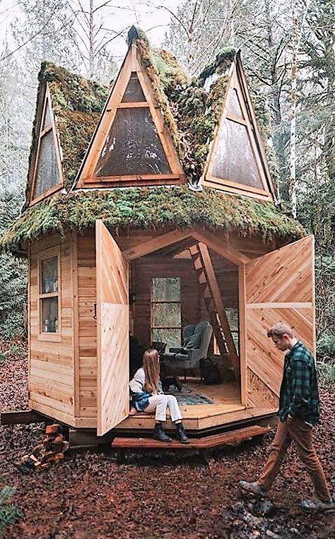 So ein hübsches Holzchalet. Wir wollen seine Taschen verstauen! #Schal - #backyard #Ein #Holzchalet #hübsches #Schal #seine #Taschen #verstauen #wir #wollen #tinyhome