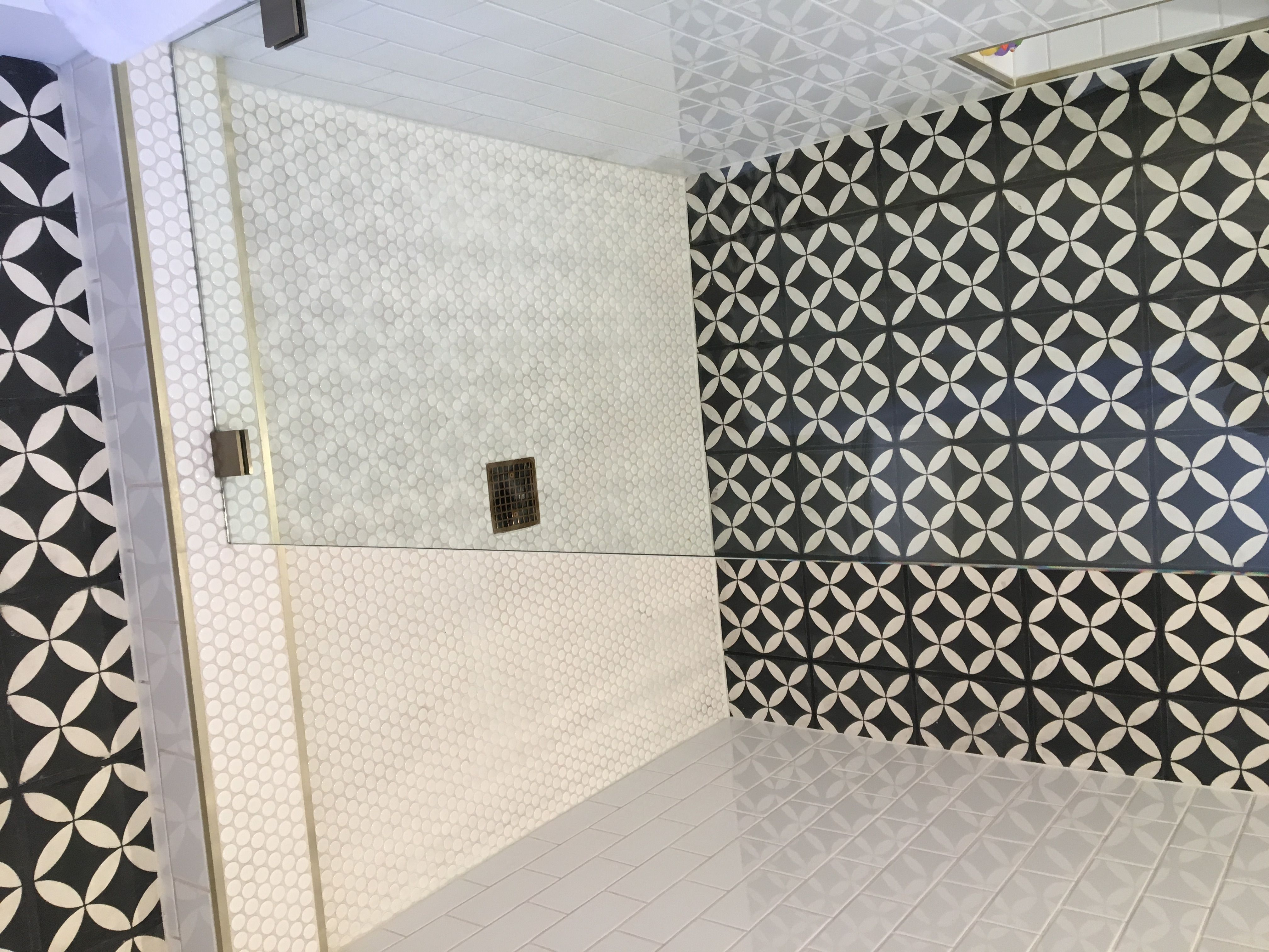 Best Pin By Riad Tile On Riad Tile Circulos Black Cement 400 x 300