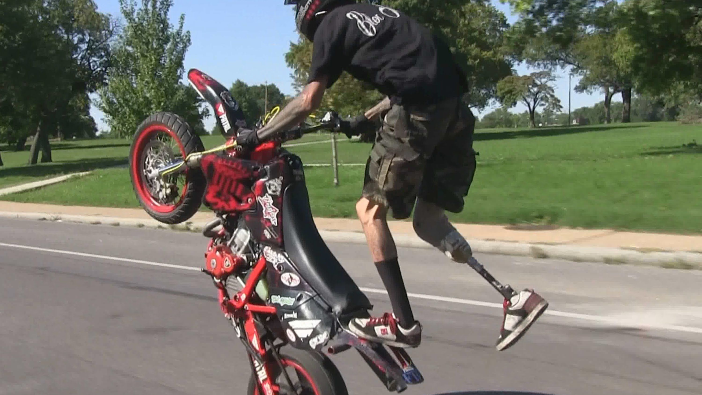 1 Leg Stunt Bike Rider Riding Long Wheelies Motard Stunts Moto