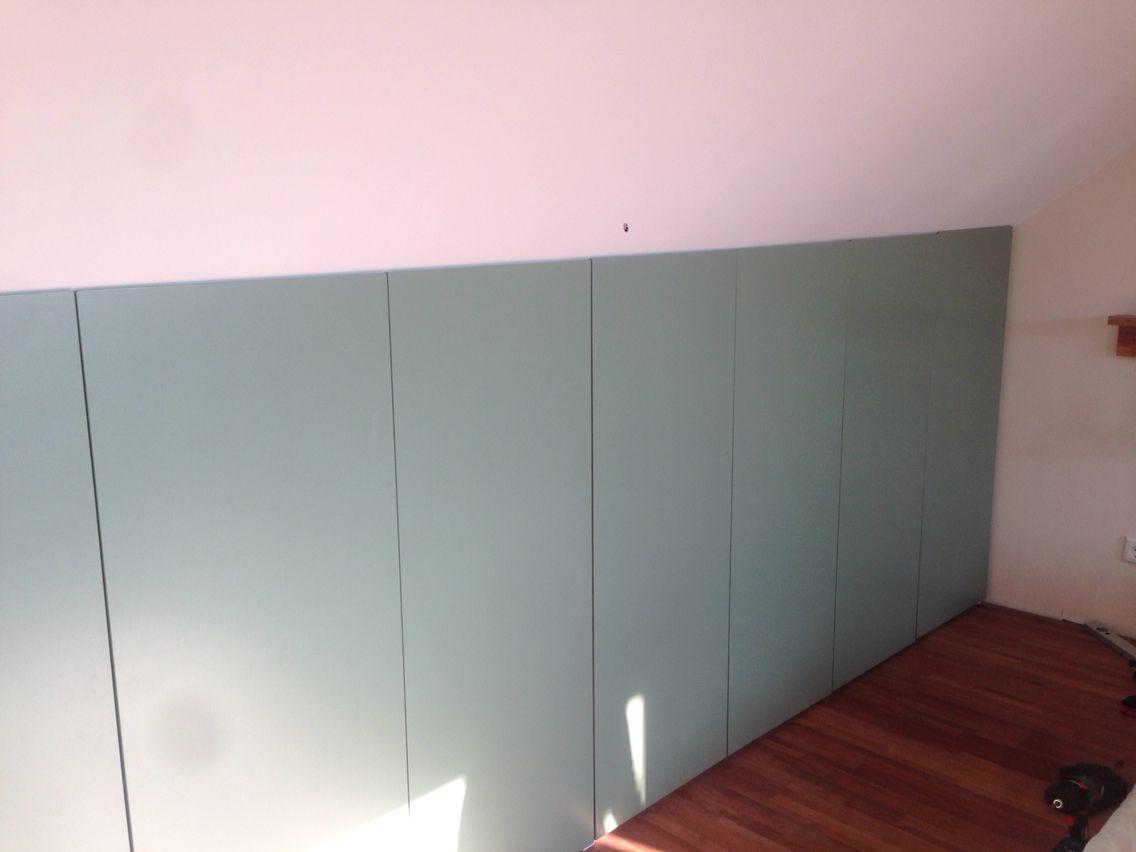 handmade zolder kast onder schuine wand ikea pax kast afgezaagd en zelf kastdeurtjes gemaakt. Black Bedroom Furniture Sets. Home Design Ideas