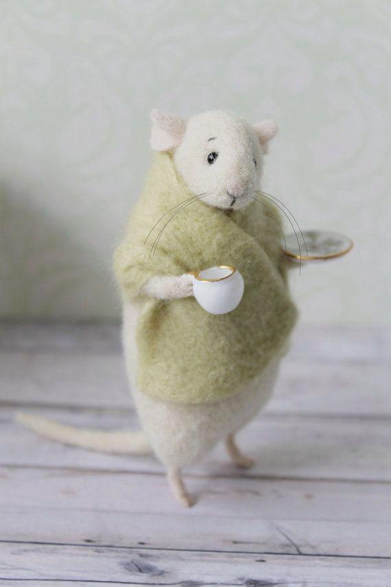 Nadelfilzmaus, Maus mit Tasse, Felt Maus, Weiße Maus, Nadelfilztier, Nadelfilzminiatur, Geburtstagsgeschenk #needlefelting