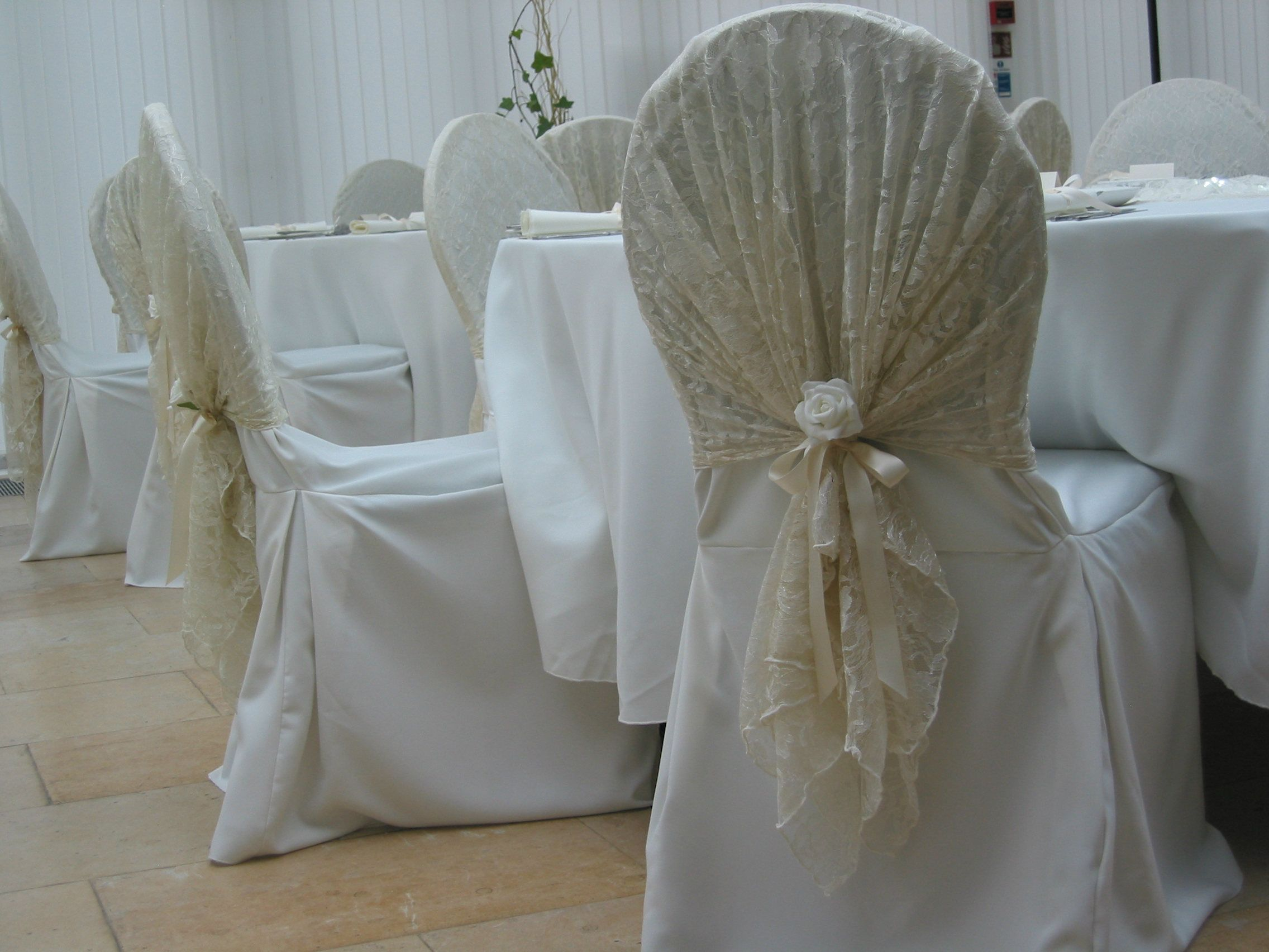 Vintage Style Lace Hoods Wedding Http Www Weddingmarket Co Uk Goods For Hire Chair Covers Sashes And Event Dressing Sillas Decoradas Sillas Bodas