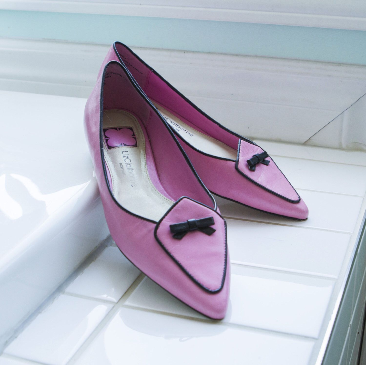 Bright leather pink slippers black blow princess shoes by