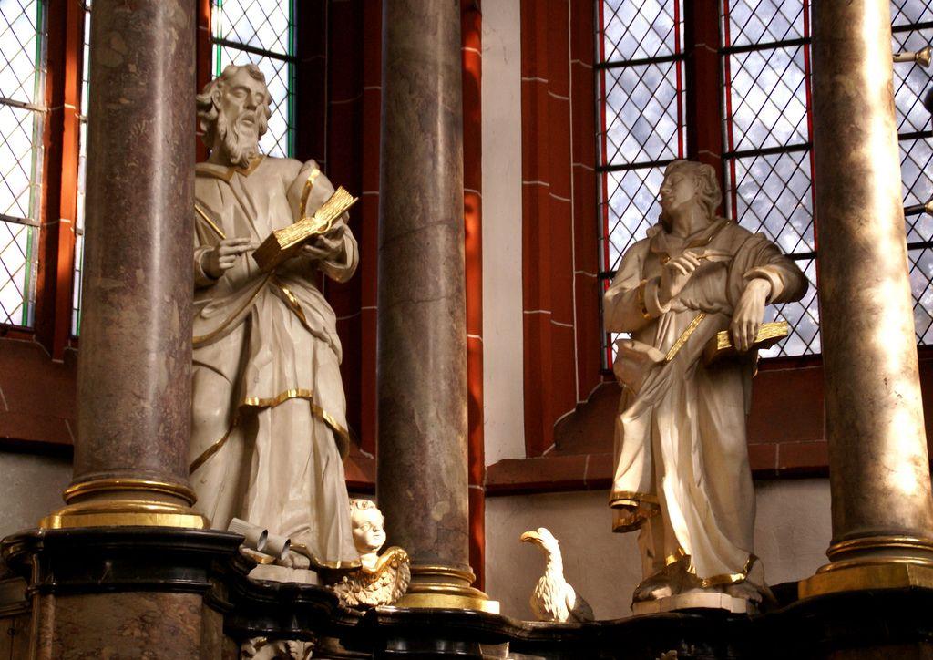 Bingen, Basilika St. Martin, Hochaltar, Evangelisten Johannes und Matthäus (high altar, Evangelists John and Matthew)