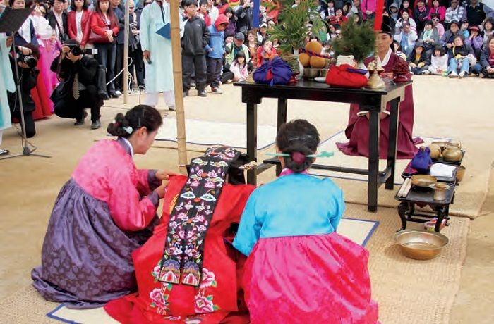 Traditional Wedding The Korean Ceremony Largely Consists Of Three Stages Jeonallye In Which Groom Visits BrideaEURTMs Family