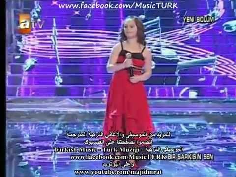 طفلة تركية تغني أغنية أمي أبكت الملايين مترجمة Aycan Celik Christmas Music Lyrics Peace And Love
