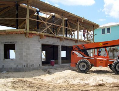 This Elevated Hurricane Proof Beach House Has A Concrete Block Foundation With Flood Vents To Permit The Small Beach House Plans House On Stilts Raised House