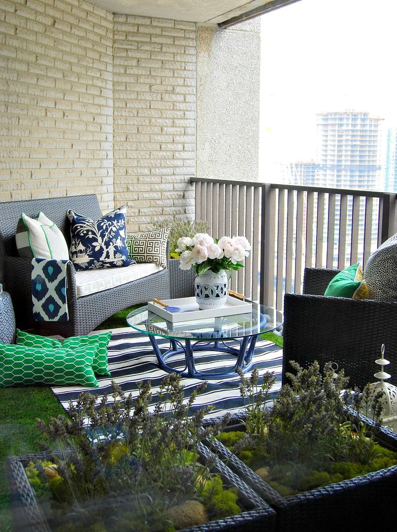Balcony gardening living small condo owners utilize outdoor space - Tim Lam A Toronto Design Enthusiast And Founder Of Designmaze Interiors Turned His 100 Square Feet Of Balcony Space Into A Fresh Space For Lounging And