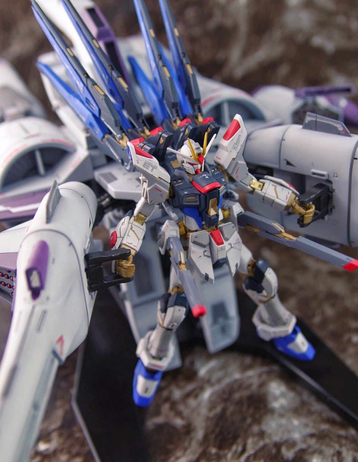 GUNDAM GUY: RG 1/144 Strike Freedom Gundam + Meteor Unit - Painted Build