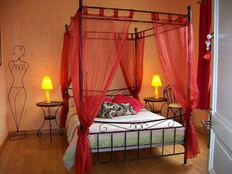 Romantic Canopy Bedroom Ideas passionate+red+ideas |  2012 at 475 × 356 in three romantic