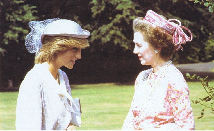 1983 07 12 Diana talking to her stepmother, Lady Raine Spencer at Althorp, Northamptonshire