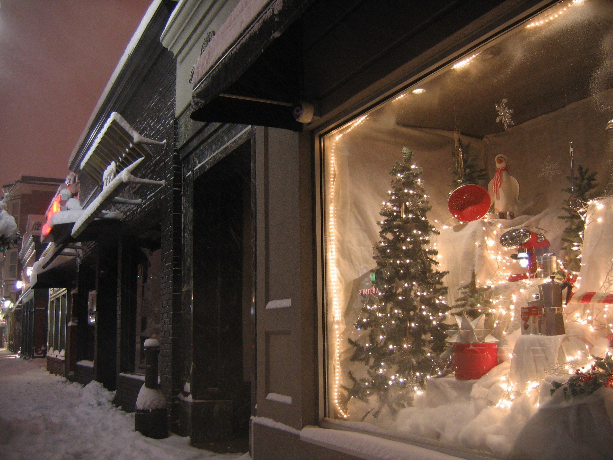 Christmas In These 5 Rhode Island Towns Looks Like Something From A Hallmark Movie in 2020 ...