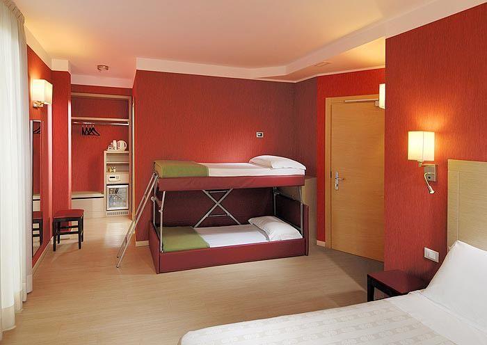 Letti A Castello Per Hotel.Camera Quadrupla Hotel Best Western Porto Antico Genova Il Divano