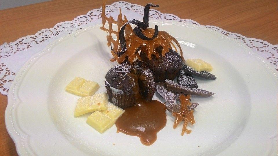Schokoladenküchlein mit geschmolzenem Kern, ein gutes Rezept aus der Kategorie Festlich. Bewertungen: 55. Durchschnitt: Ø 4,7.