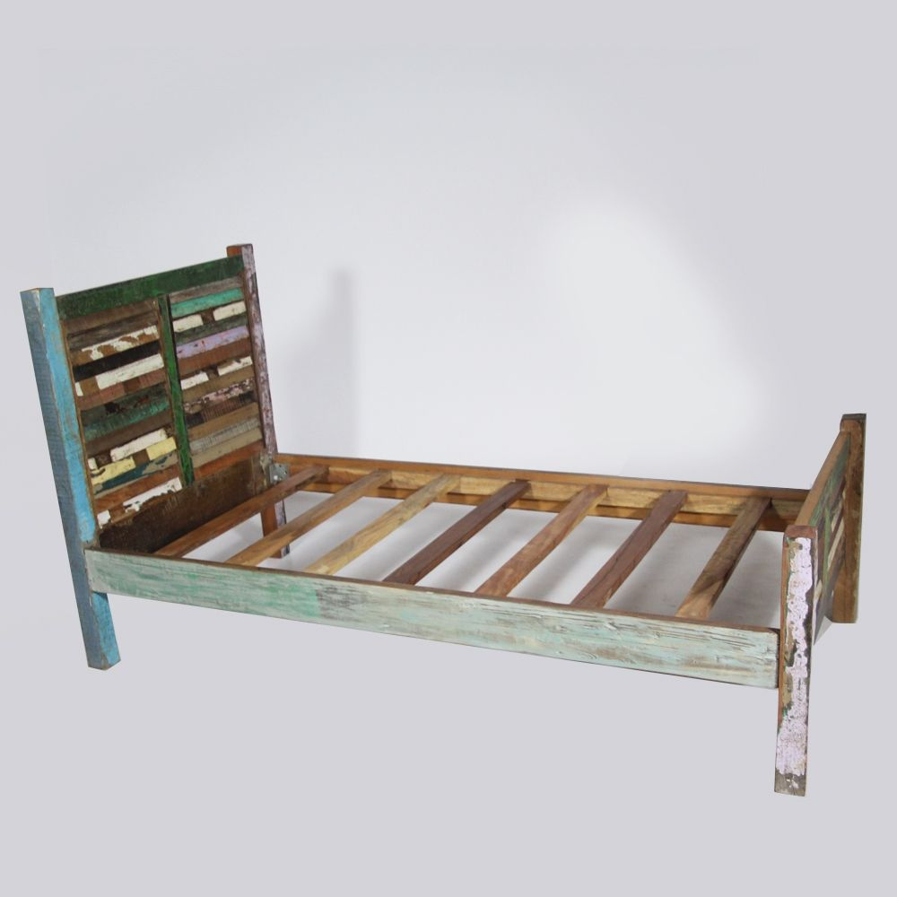 lit en bois color recycl meubles color s made in. Black Bedroom Furniture Sets. Home Design Ideas