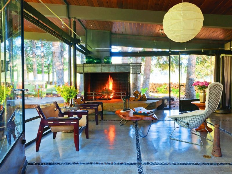 Mid Century Modern Rustic Living Room architect larry pearson takes liberties with mis midcentury modern