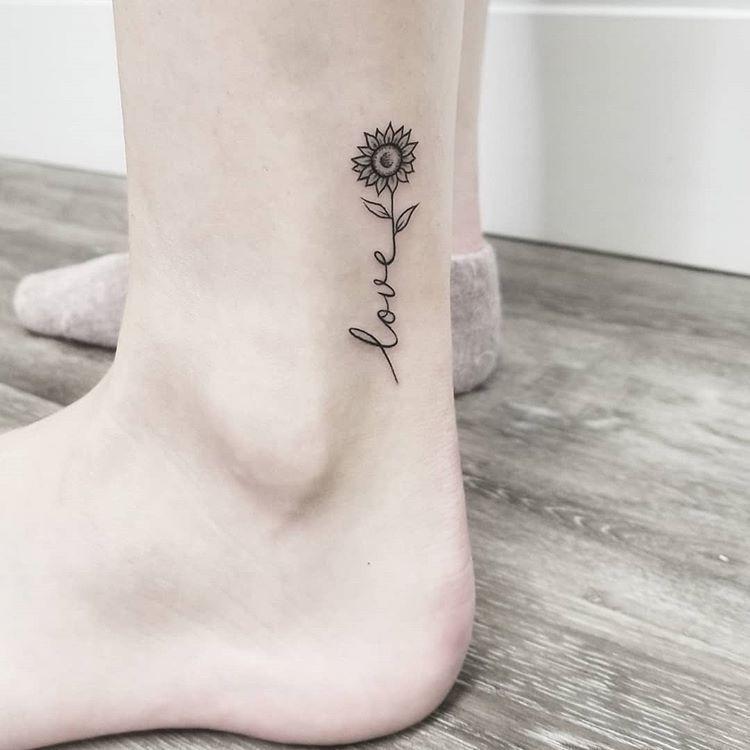 "S H A E en Instagram: ""El primer tatuaje de Sarah 🌻"" – El primer tatuaje de Sarah 🌻 – #on #first #firsttattooideas #girltattooideas"