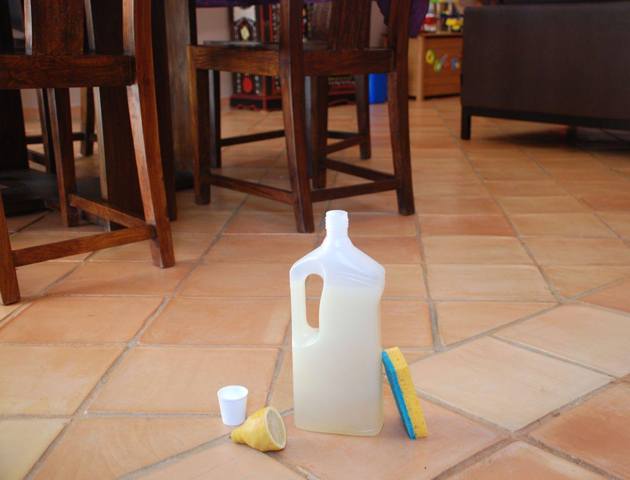 nettoyant sol fait maison la recette parfaite amusez vous le sol et nettoyant. Black Bedroom Furniture Sets. Home Design Ideas