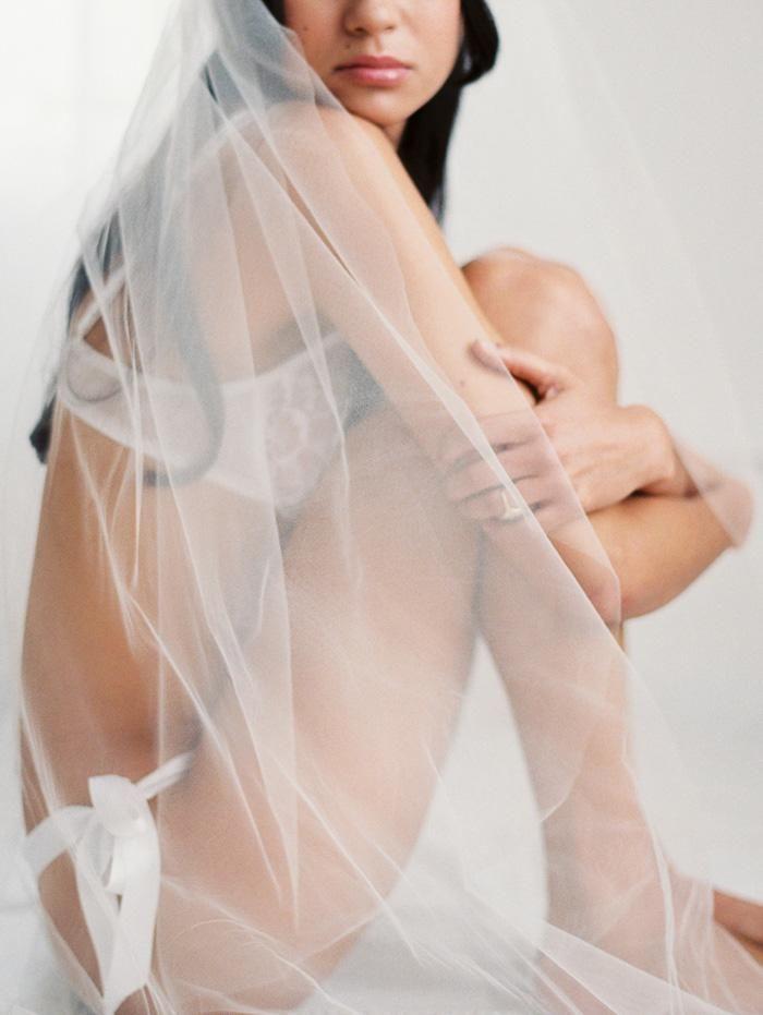 bridal boudoir shoot inspiration   via: grey likes weddings