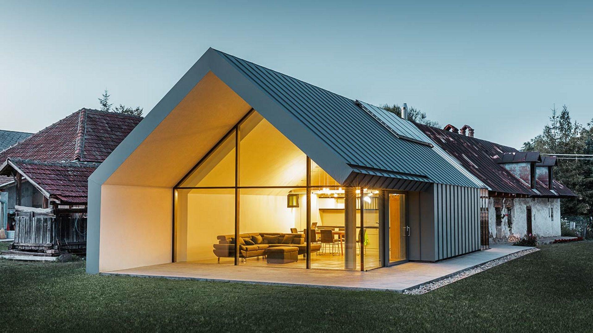 Modernes Neues Architektenbüro Und Einfamilienhaus Im Anschluss An Ein  Altes Bauernhaus Mit Steinfassade, Verkleidet Mit