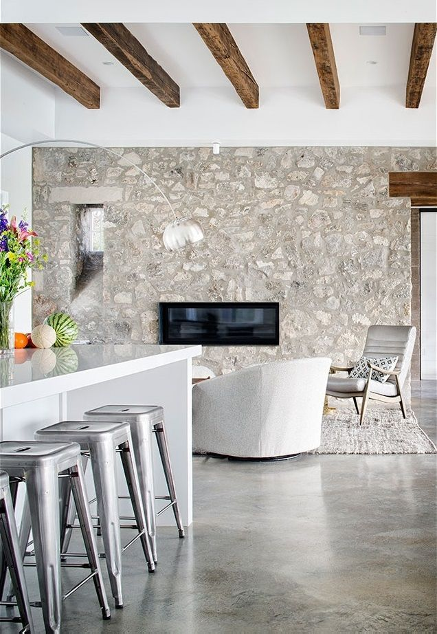 Texas Farmhouse with Minimalist Glass and Metal Forms