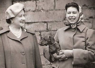"""The Queen and Dachshund... how very """"me"""""""