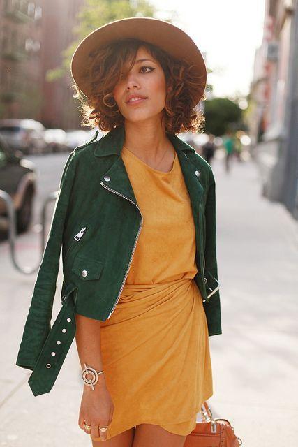 Kombinasi Warna Baju Hijau Dan Kuning Orange