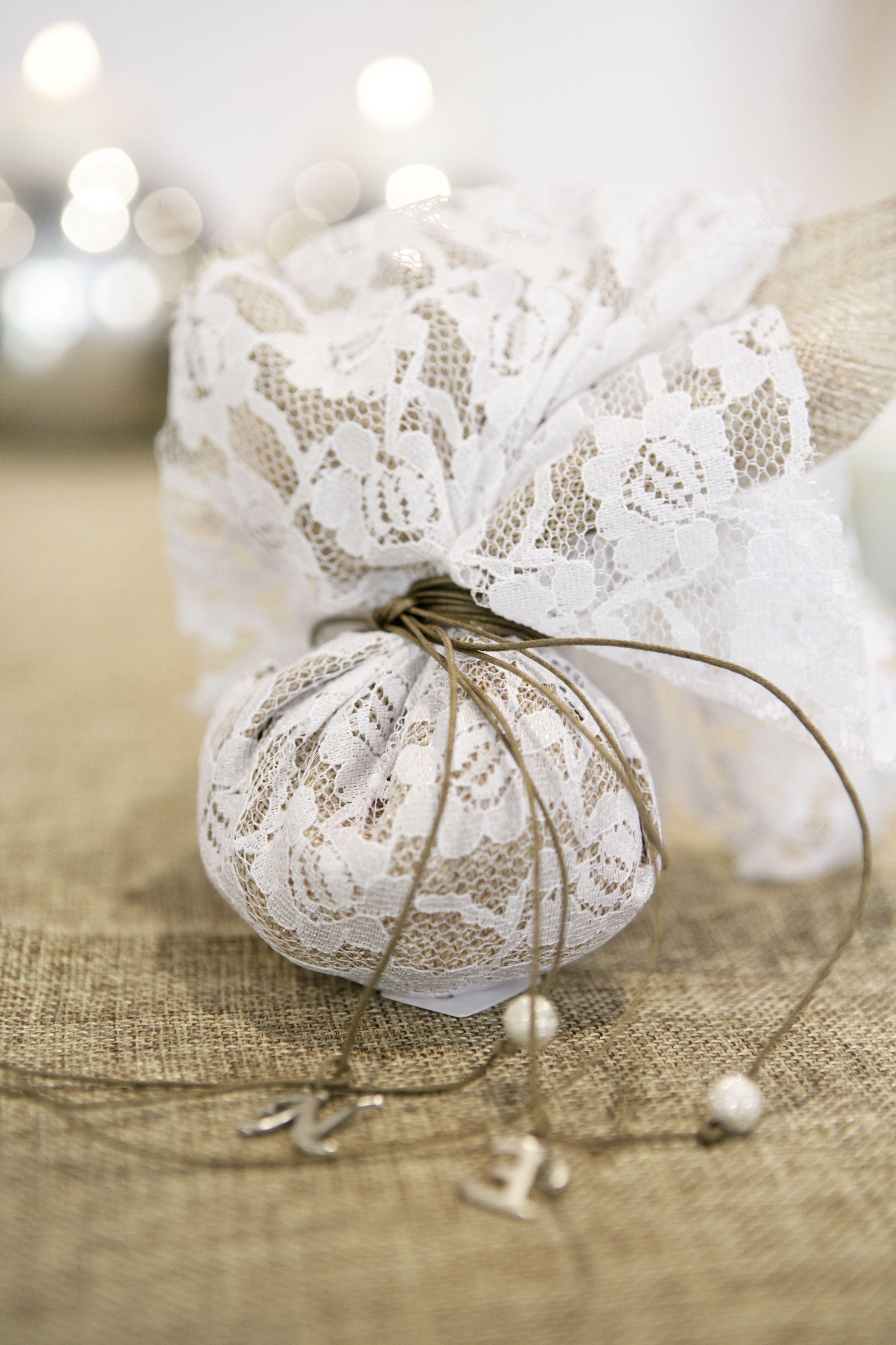 δαντελλα λευκη με λινατσα σε φυσικο χρωμα   favors   Pinterest ...