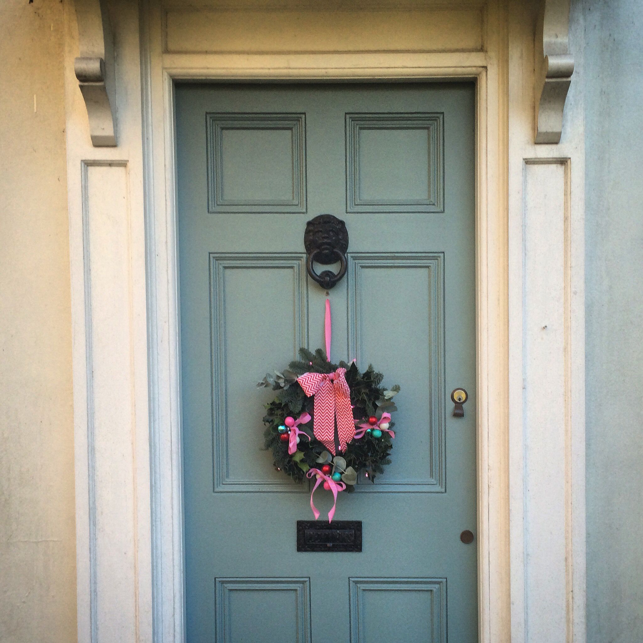 Fun vintage christmas wreath on oval room blue front door - Front door colors for blue house ...