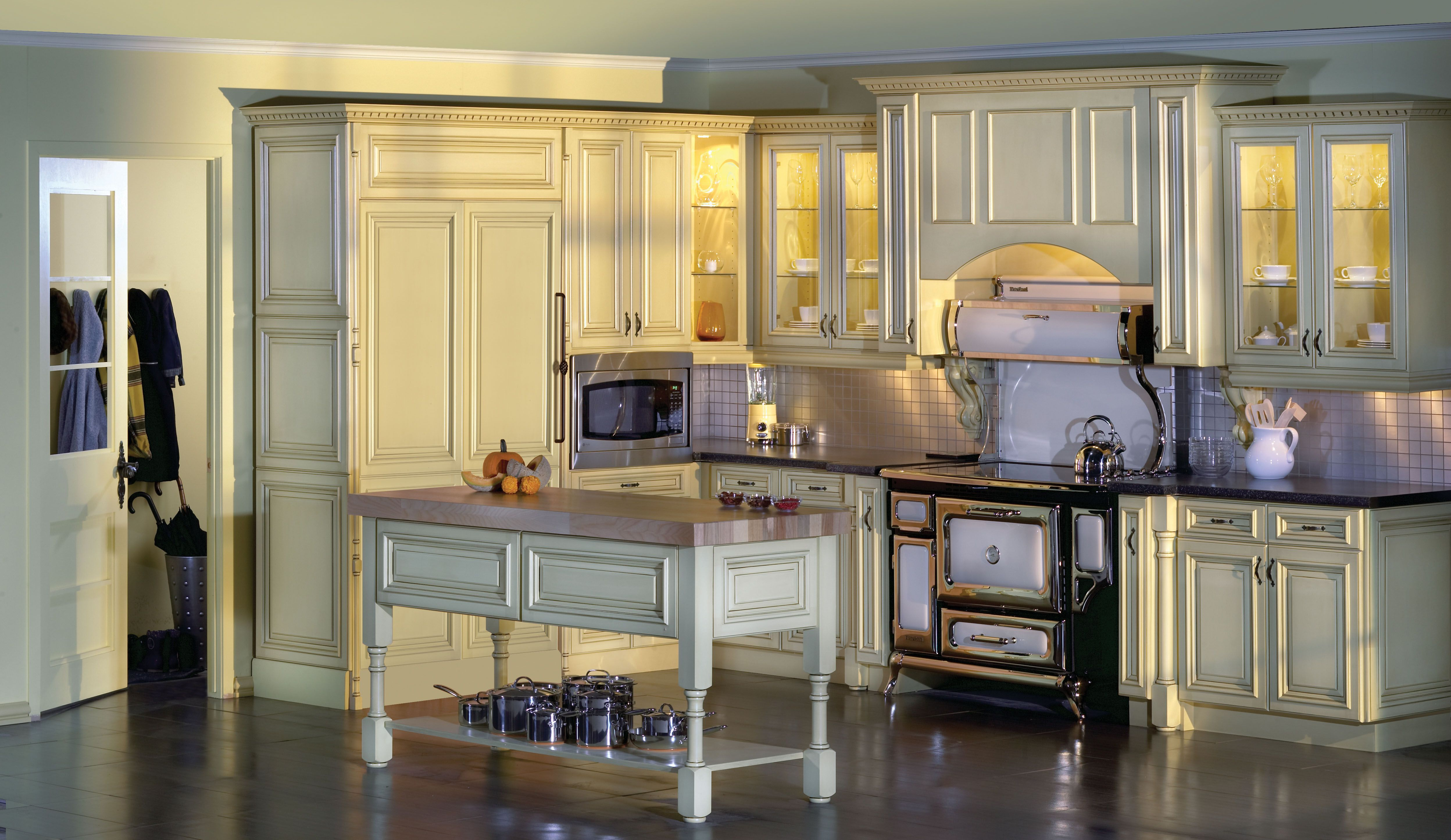 Traditional Kitchen from Fabritec Expressive #Fallidays #Kitchen #KitchenInspiration
