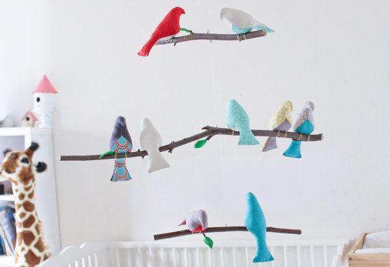 He encontrado este interesante anuncio de Etsy en https://www.etsy.com/es/listing/248683955/medida-movil-de-aves-elija-sus-colores