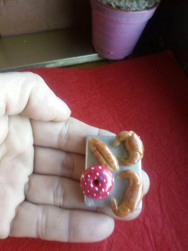 Croissants y donut miniatura, porcelana fría