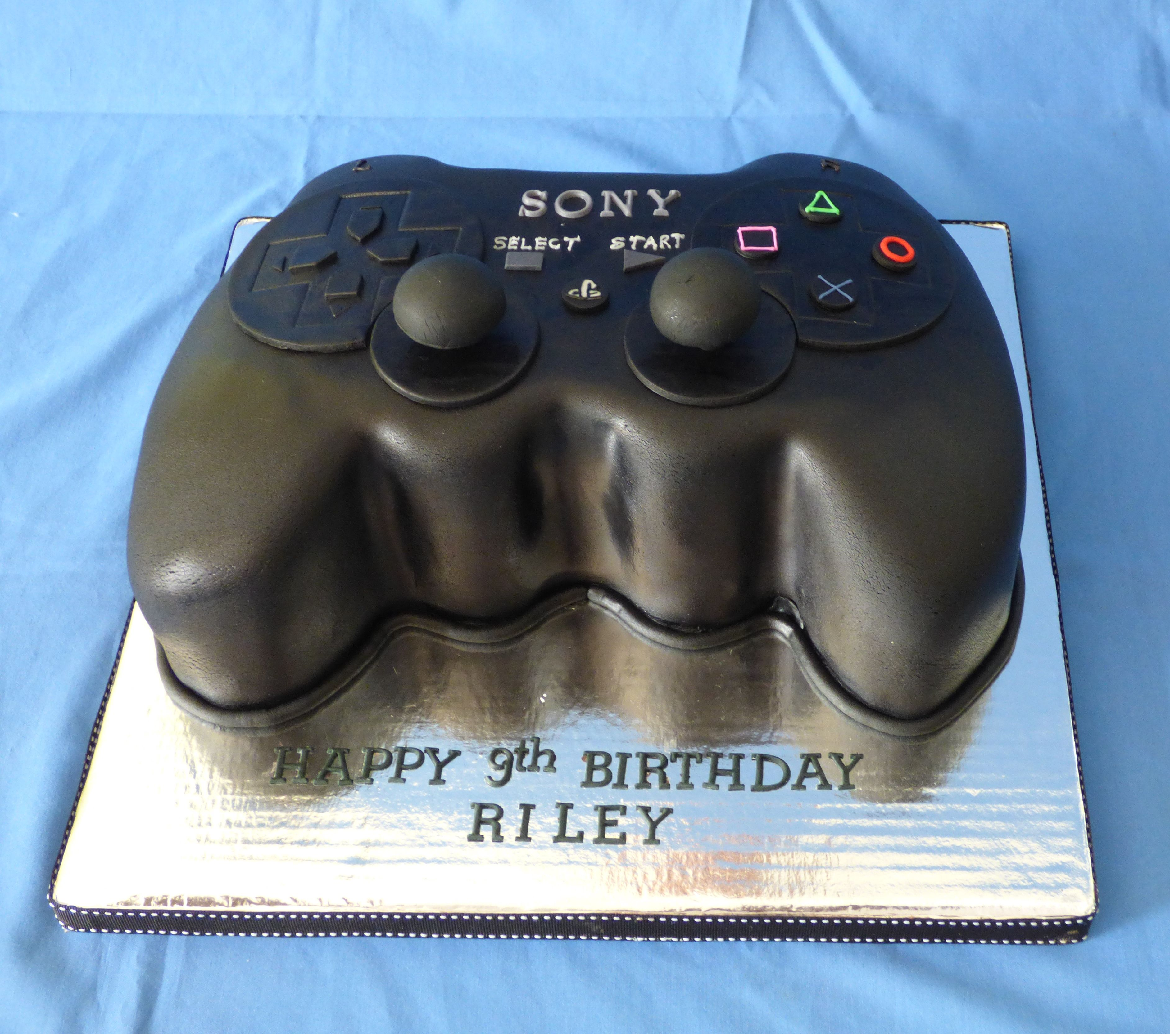 Playstation Controller Chocolate Cake For A Gamer Theme Party Themed Cakes Cake Edible