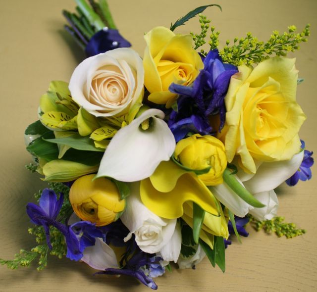 Black And Yellow Wedding Flowers: White And Yellow Wedding Flowers On Yellow, White, & Blue