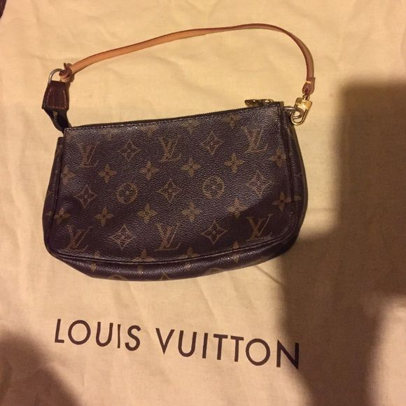 6cf2629d7181 Shop Women s Louis Vuitton Brown size OS Shoulder Bags at a discounted  price at Poshmark.