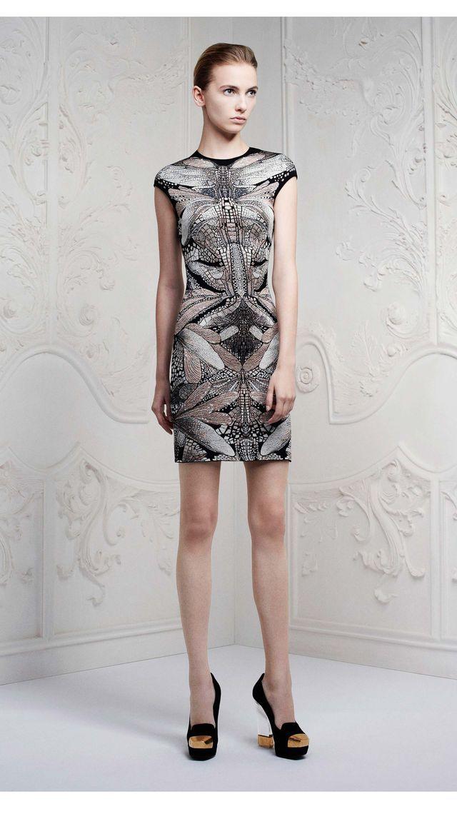 me encanta este vestido de Alexander Macqueen!! Pre-Spring Summer
