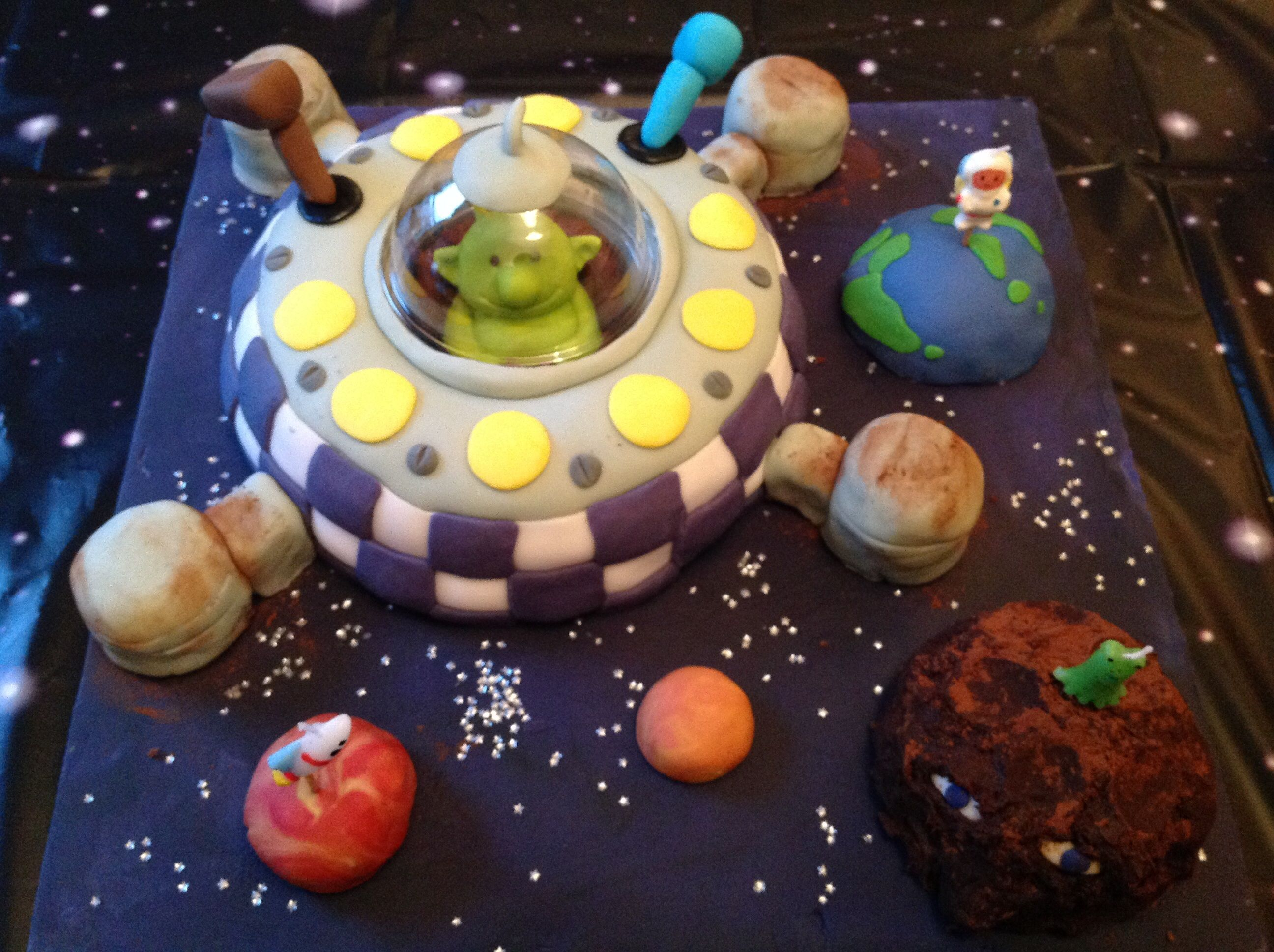 Q Pootle 5 Spaceship Birthday Cake