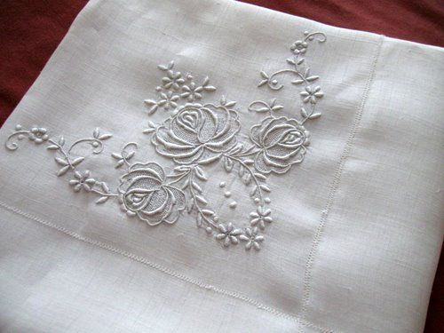 Awesome Vintage Antique Embroidered Tablecloth Roses Rice Linen