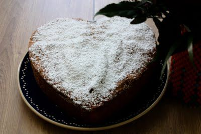 Nussrührkuchen in Herzform