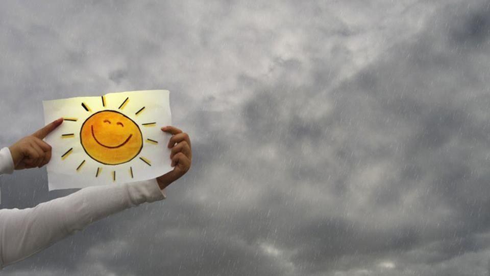 Для поздравления, открытка позитива в пасмурный день