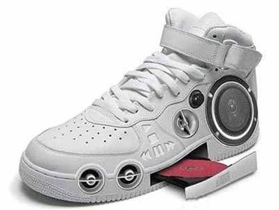 scarpe con suola fatta di denti | Scarpe, Scarpe strane