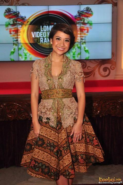 #batik vs #kebaya