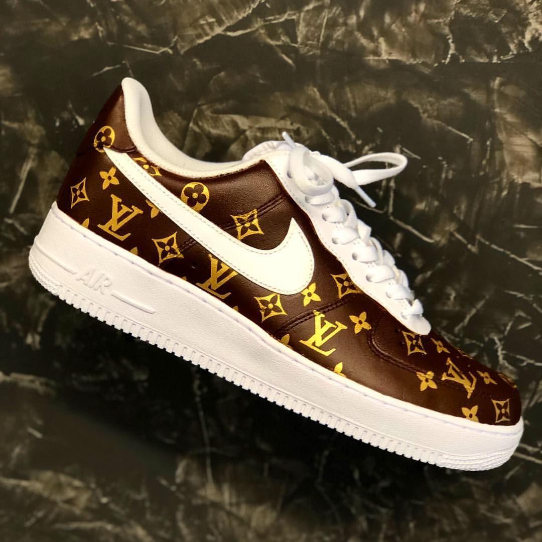 Derek Jeter SF AF1s ( Comment 🔥 or 🗑 。This Custom shoe was