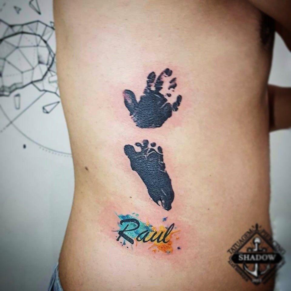 tatuagens Mão de Bebê nas costelas
