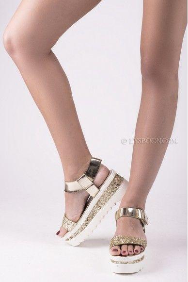 Ces sandales compensées sont magnifiques! Elles sont